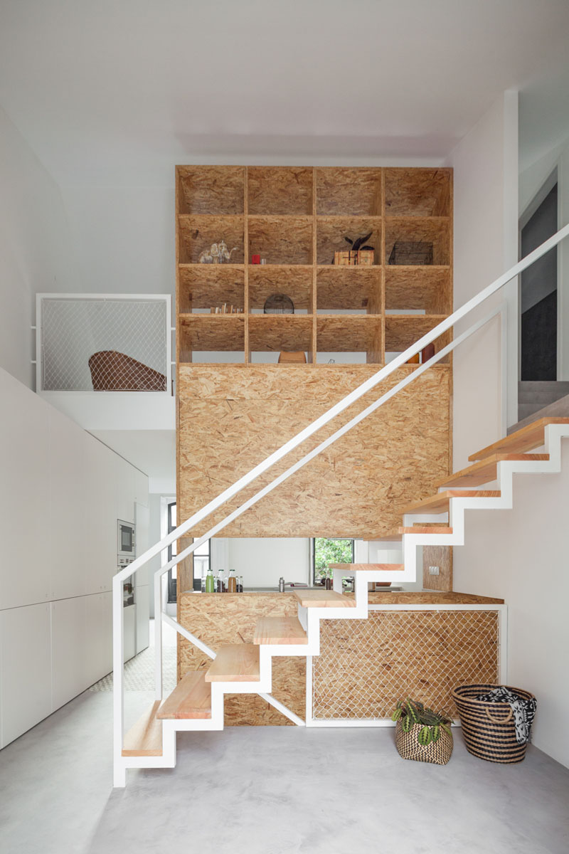 Large closet on the wall above the stairs Living inspiration