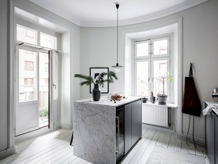Marble is combined with copper in this beautiful kitchen! Kitchen inspiration