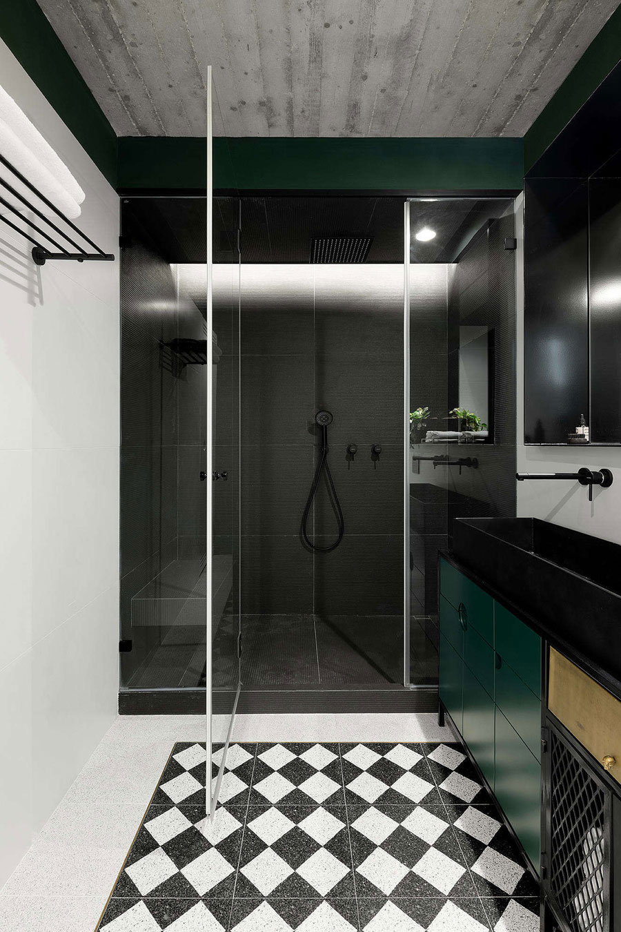 This small bathroom is decorated in an industrial retro style Bathroom inspiration